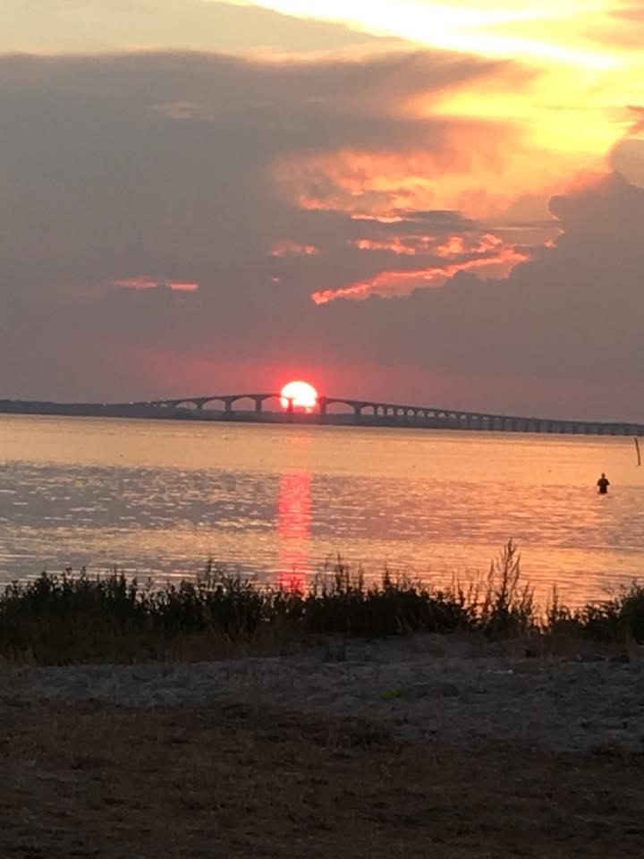 Bild på ölandsbron i solnedgång